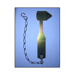 Marteau et chaine pour coffret gaz